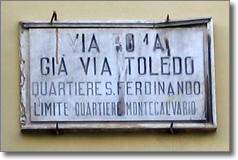 Antica targa via Roma a Napoli