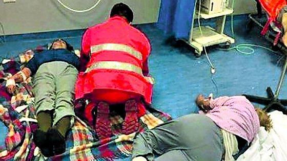 pazienti curati a terra all'ospedale di Nola