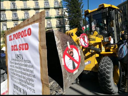Scontri a Napoli- corteo contro Salvini